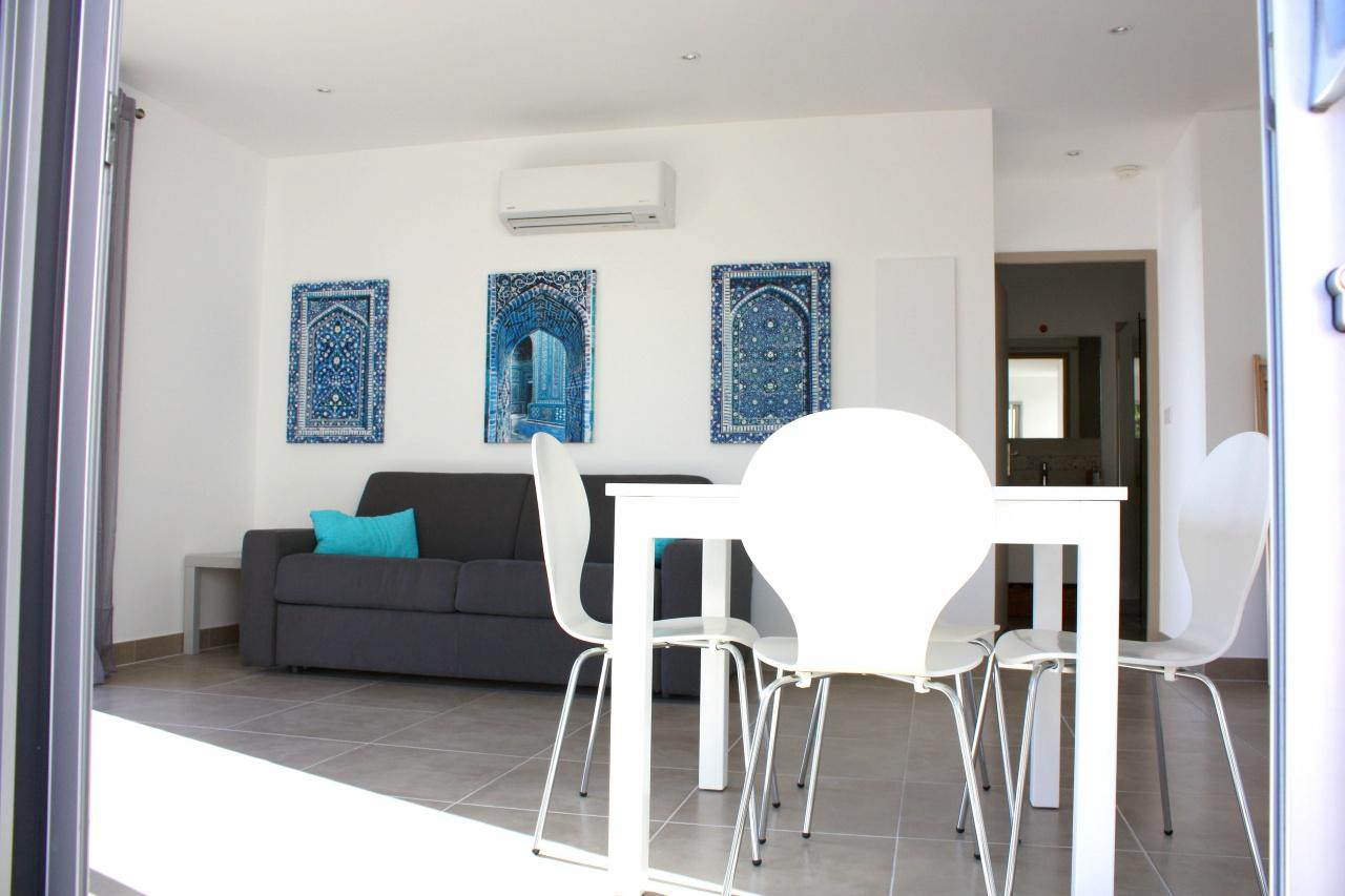 agosta plage ajaccio galerie la fl mmardi re chambres d 39 h tes bonifacio corse du sud. Black Bedroom Furniture Sets. Home Design Ideas